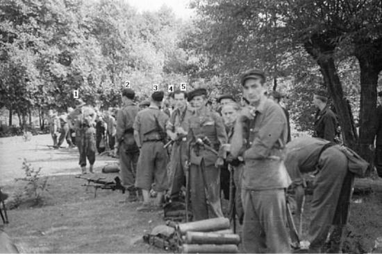 warsaw_uprising_by_gszewski_-_kampinos_regiment_leaving_for_warsaw-duze_550